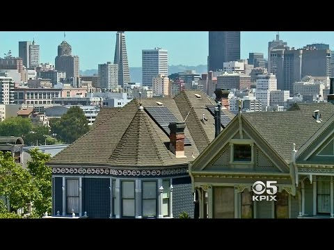 A 'Painted Lady' on San Francisco's Alamo Square Goes Solar