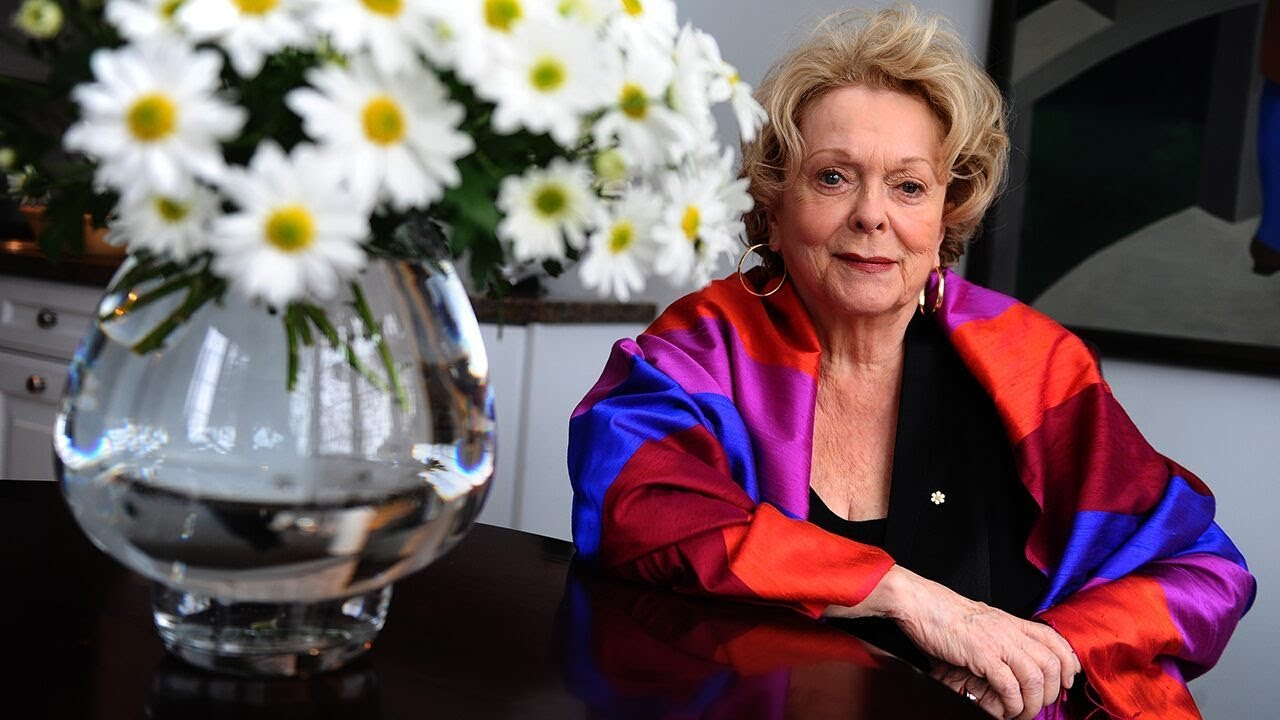 Canadian actress Shirley Douglas, mother to Kiefer Sutherland ...
