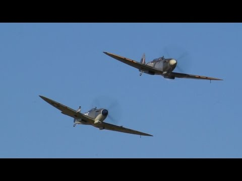 Seafire Mk.III and Spitfire Tr.IX at Cosby 6th September 2015