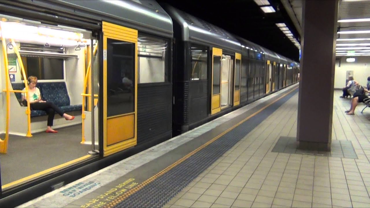 Sydney Cityrail Trains At Platforms 24 Amp 25 Central