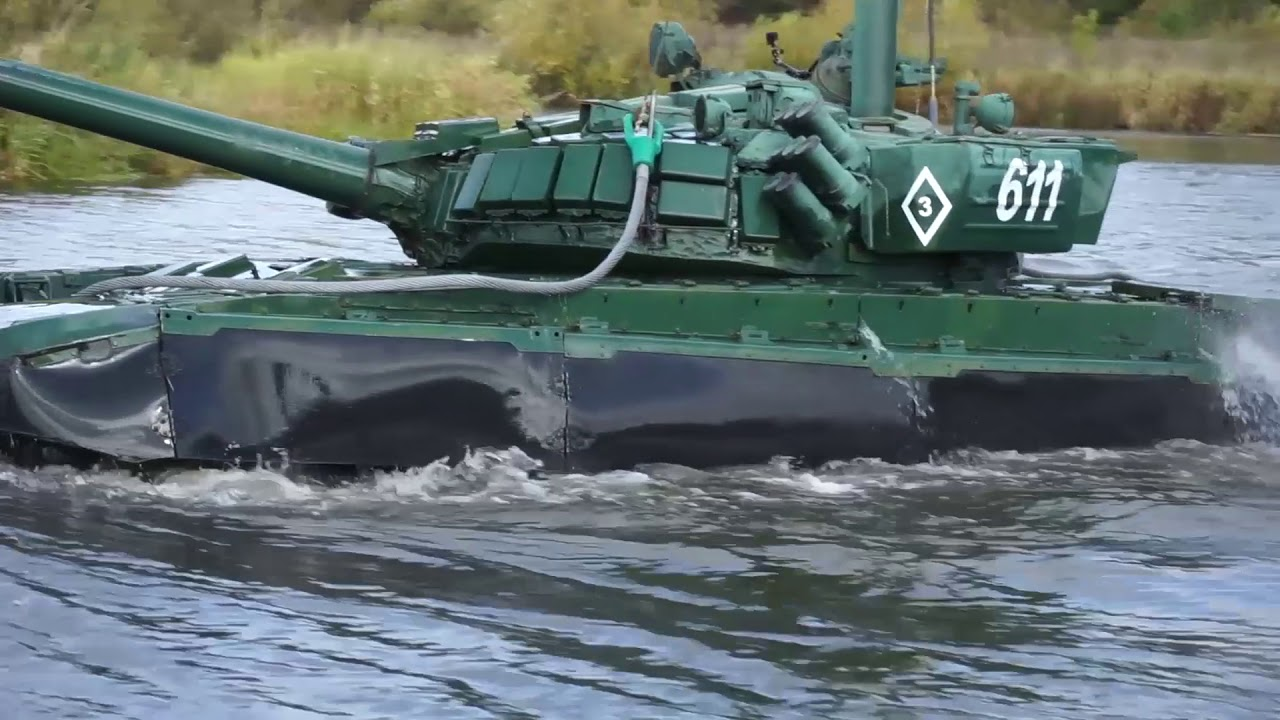 И на земле, и под водой: подводное вождение танкистов ЦВО