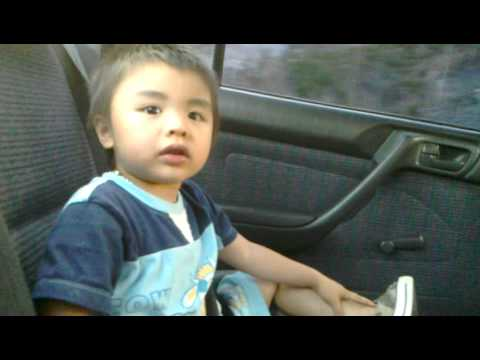 A Cute Little Vietnamese-Chinese Boy Sings Hard