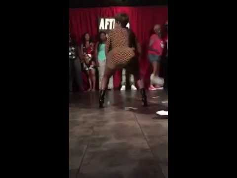 This lady dance for money in the club, watch her twerk