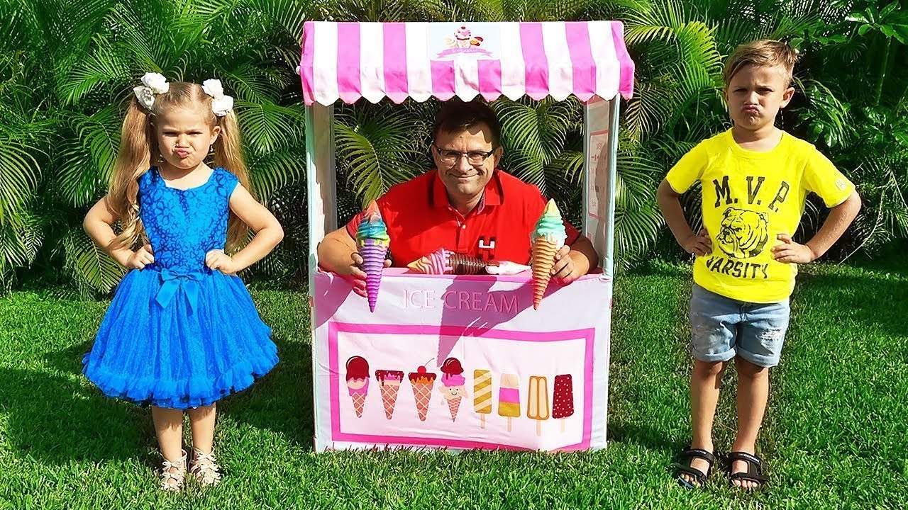 Diana and Roma Pretend Play Selling Ice Cream with Daddy