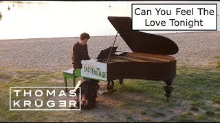 CAN YOU FEEL THE LOVE TONIGHT (ELTON JOHN) – OPEN AIR PIANO COVER AT BEACH – THOMAS KRÜGER видео