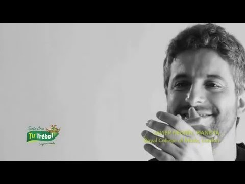 Javier Negrin (pianista internacional) con Tu Trébol Hipermercados