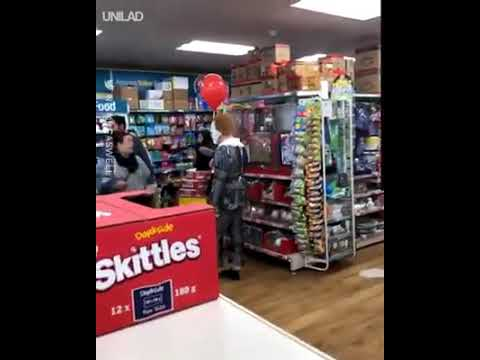 Ditch - Lady Pops Balloon Of Guy In A Pennywise Costume