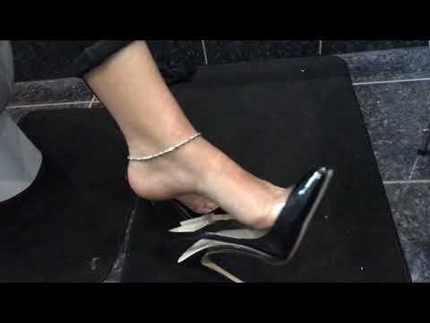 sexy Indian feet in slingback courts thumbnail
