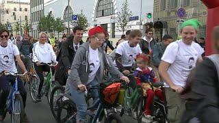 Особое внимание москвичей и гостей столицы привлек Театральный велозаезд.
