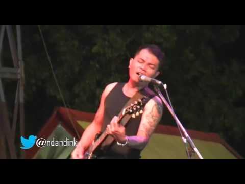 Bunga Di Tepi Jalan - Koes Plus by. Music Plus