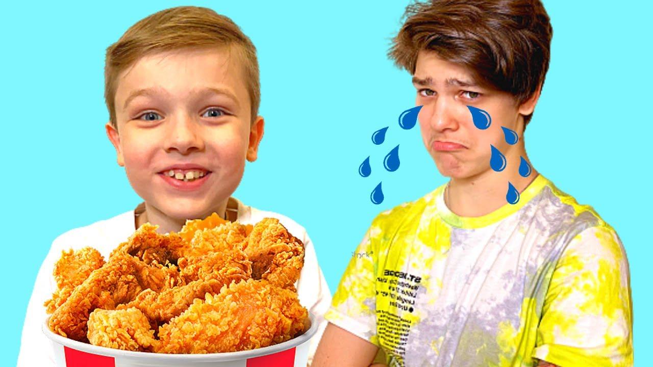 Андрей и Ваня играют и едят вредную еду Eat not Healthy food