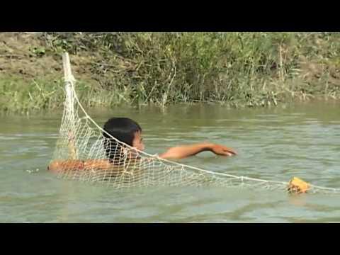 NET FISHING ON EMBA RIVER, KAZAKHSTAN: TIM COPE