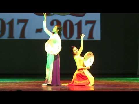 [04] Фрагменты концерта к 100 летию Октября.  Вьетнамский танцевальный дуэт.