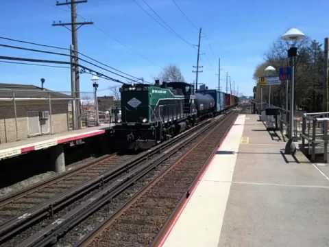 NEW YORK & ATLANTIC RAILWAY FREIGHT TRAIN ON THE LIRR MAINLINE AT MERILLON AVE STATION