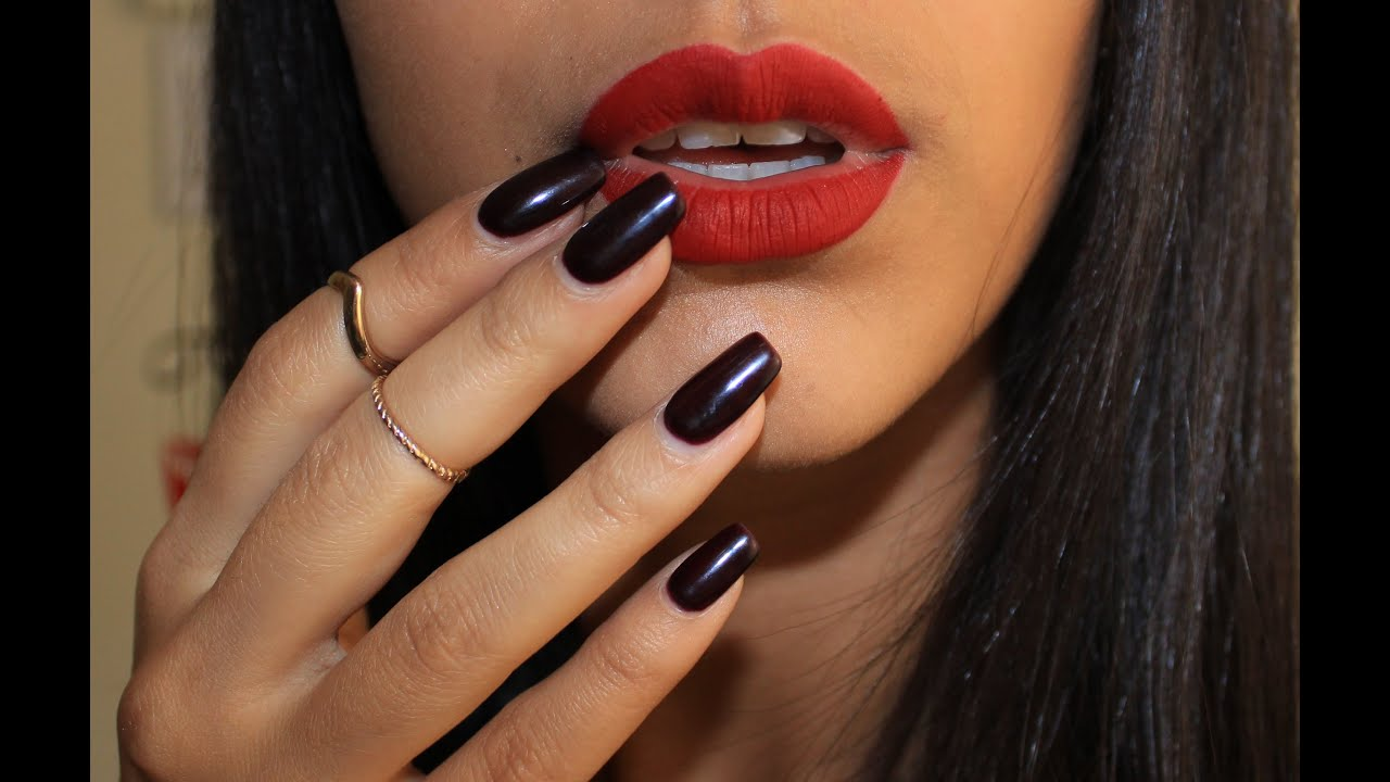 How to Apply Lipstick Like a PRO-Video