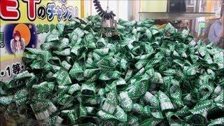 山積みの中から、クジ引き券17枚取れました。 UFOキャッチャー Crane Game Claw Machine Japan thumbnail