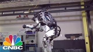 Boston Dynamics Reveals New Atlas Robot | CNBC