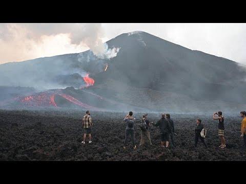 شاهد: مواطنون يقفون أمام بركان باكايا في غواتيمالا ويستغيثون بالله…  - نشر قبل 3 ساعة