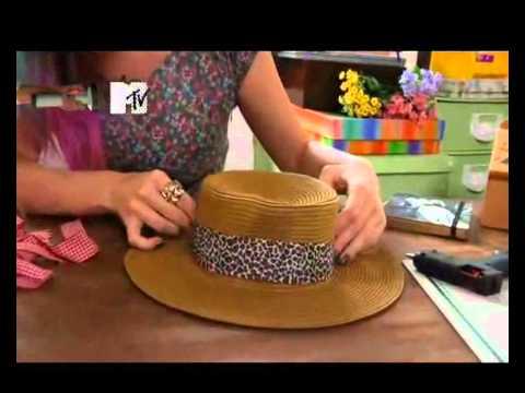 Tutorias de Verão - Customização de Chapéu - 10 01 2012 - YouTube cb02741457d