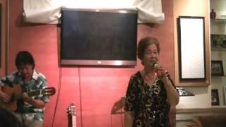 Gửi người em gái miền Nam - Bác Thu Hiền - U70 hát cực phiêu tại SN Đoàn Chuẩn