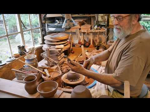 Throwing & decorating English slipware pots: Taena Pottery,