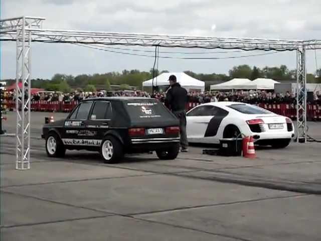 Audi R8 vs Golf