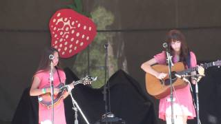 "AJ Lee and Molly Tuttle perform ""Oh Mandolin"" at Strawberry Music Festival 2010"