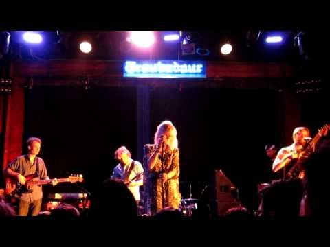 The Concretes - You Can't Hurry Love (live in LA @ the Troubadour 3.4.11)