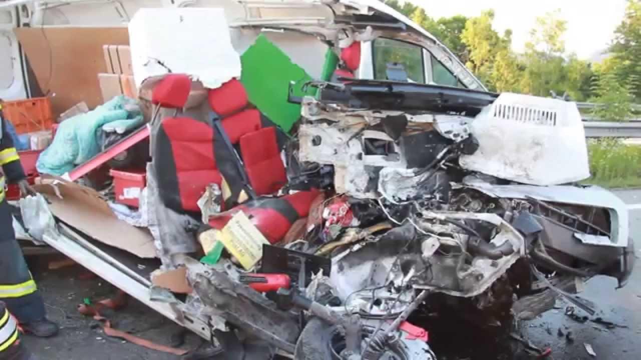 Schwerer Unfall Auf Der A14 Youtube