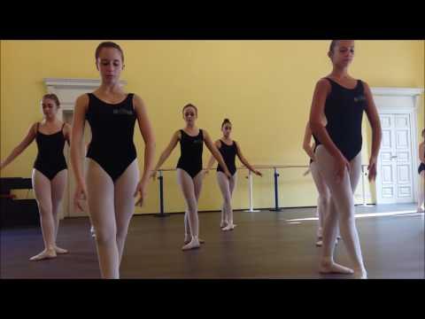 Lezione di danza al Liceo Musicale Coreutico