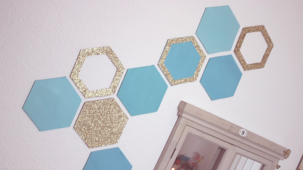 Diy honeycomb wall decor easy recycling home decor idea for Room decoration from waste material