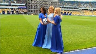 Збірна дружин футболістів влаштувала фотосесію – Світське життя