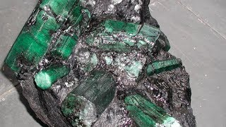 Esmeralda de mais de 300 kg é encontrada na Bahia