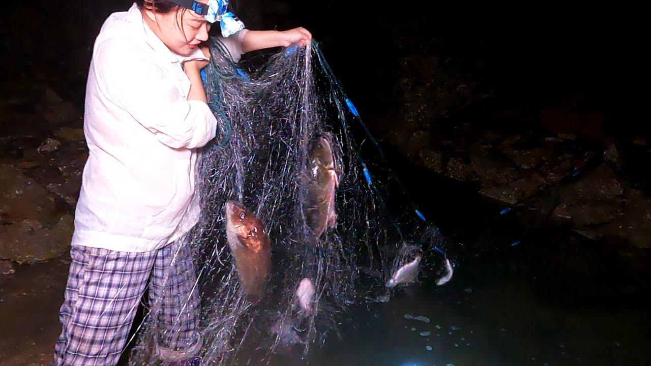 皮皮找到全新排水口,趁着夜里没人悄悄来,拦网把大货全抓了发财