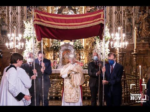 VÍDEO: La procesión del Corpus en el interior de la parroquia de San Mateo en Lucena