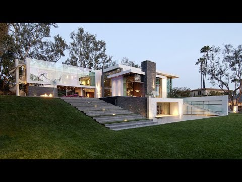 Eco Friendly Modern Mansion In Beverly Hills, CA, USA