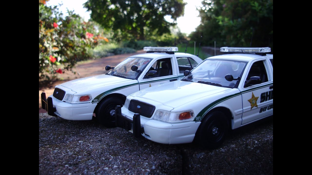 Bethany s custom 1 24 bay county sheriff crown vics w lights and siren youtube