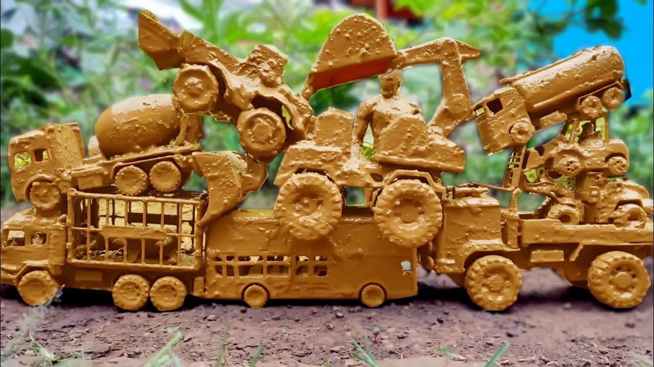 Menemukan dan Membersihkan Mainan Mobil Truk, JCB Backhoe Excavator, Truk Molen,Truk Tangki Di Kebun