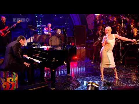 Kylie Minogue - 2 Hearts (Jools Annual Hootenanny 2007)