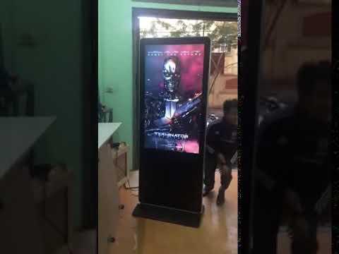 MÀN HÌNH LCD QUẢNG CÁO CHÂN ĐỨNG TẠI HÀ NỘI VÀ TPHCM