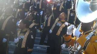 GRAMBLING STATE UNIVERSITY BAND BLASTING NECK ON LA TECH +WE READY 2010