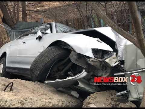 В Партизанске водитель «Тойоты Марк» повредил две чужих машины, забор и врезался в бетонные блоки