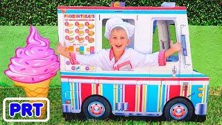Vlad e Nikita fingem brincar com caminhão de brinquedo