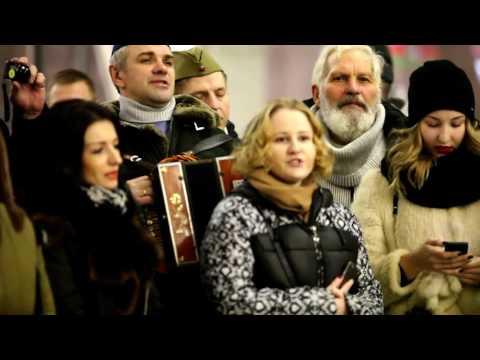 Видео, Песенный флешмоб. Москва. десятый наш десантный батальон и Чичерина