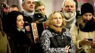 """Download Песенный флешмоб. Москва. """"десятый наш десантный батальон"""" и Чичерина Mp3 and Videos"""