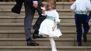 Royal wedding, la solita Charlotte: la principessina sale i gradini da sola e conquista i fotografi