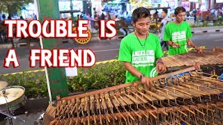 Download lagu TROUBLE IS A FRIEND Koplo Versi Angklung NEW CAREHAL Malioboro Jogja Keren Abis MP3