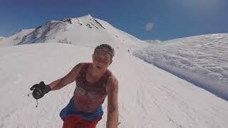 Гоняемся на лыжах с парапланом на скорость
