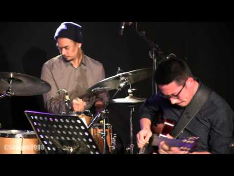 Shadow Puppets Ft Mike Mohede - Aku Pasti Datang @ JJF 2014 [HD]