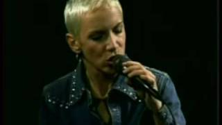 Annie Lennox WONDERFUL (acoustic)